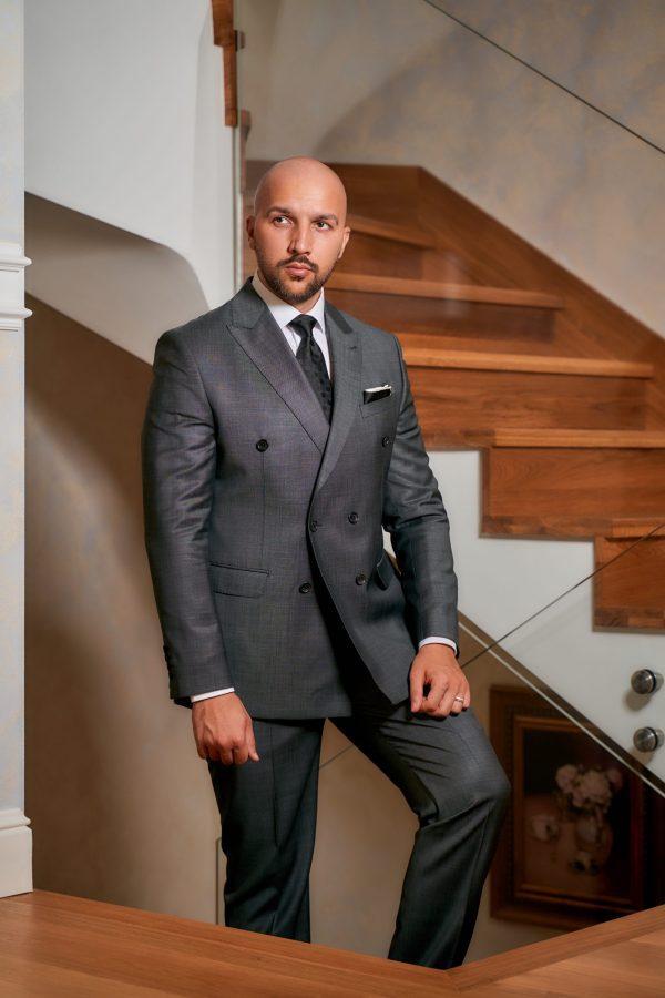 Costum-Elegant-Double-Breasted-Gri-Costume-Elegante-Magazin-Costume-Barbati-Cluj-Gentlemen's-Boutique-Gold-